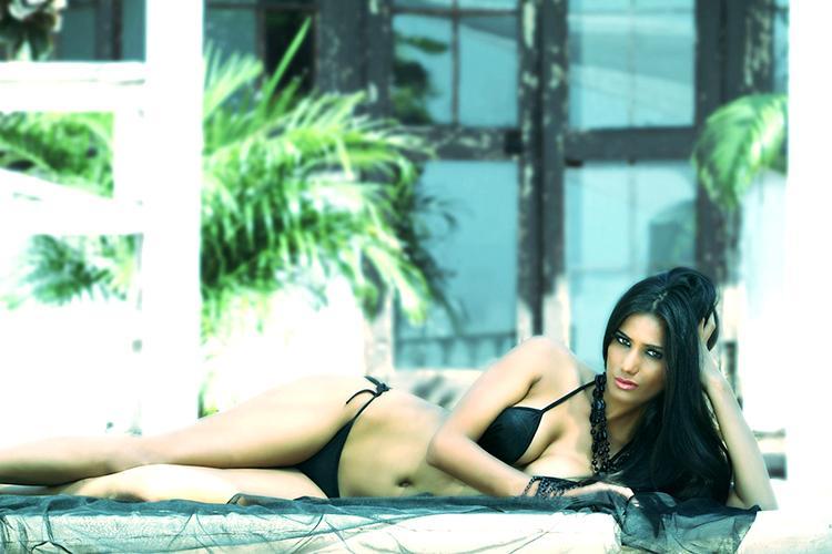 Poonam Pandey is looking extremely hot in this black bikini