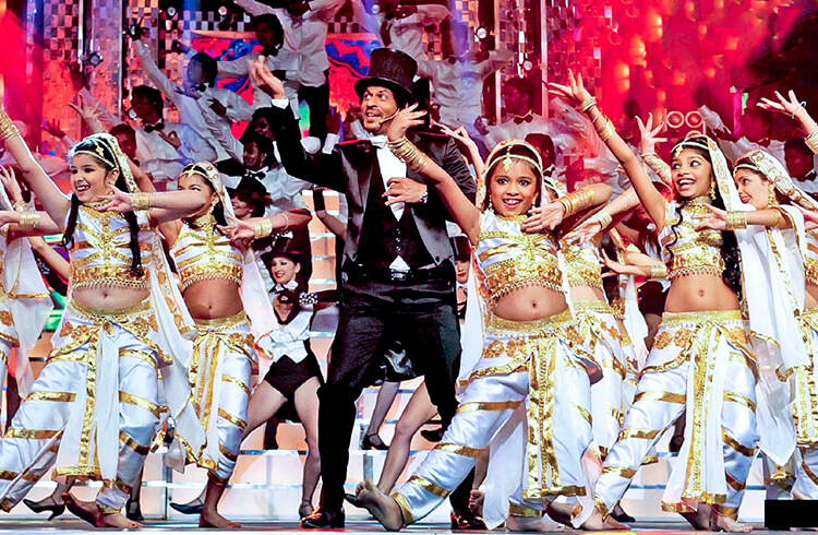 Shah Rukh Khan on the stage of 58th Filmfare Awards