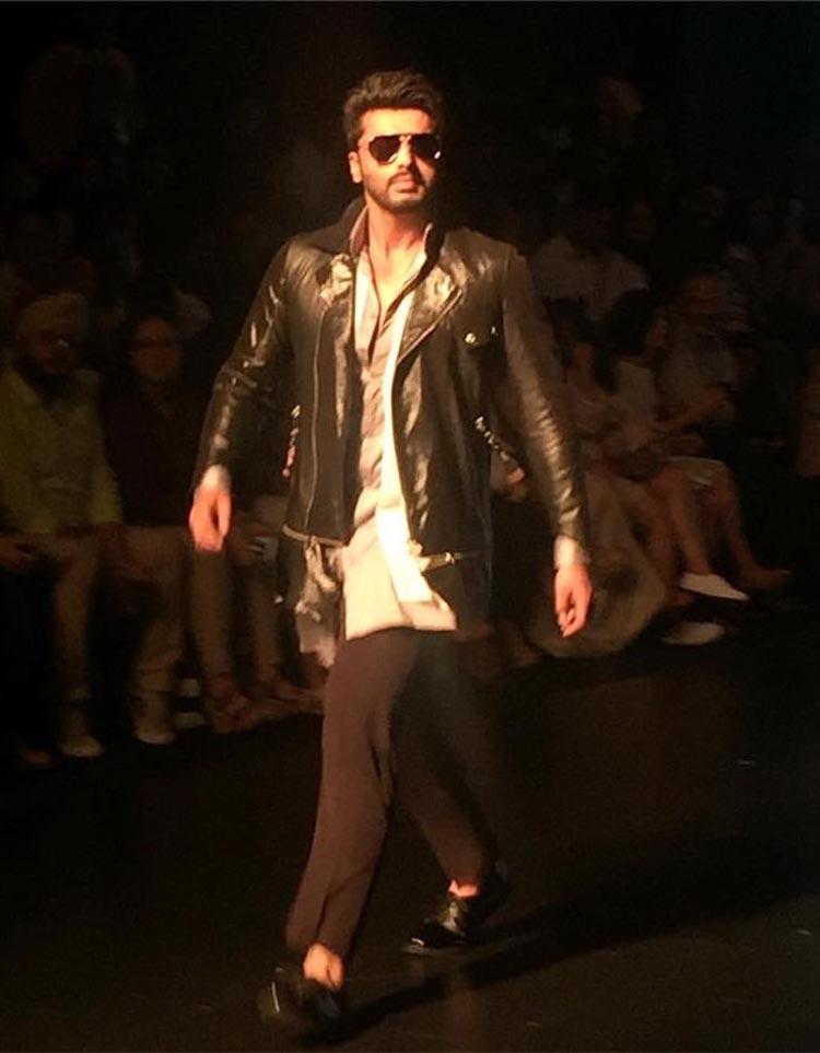 Arjun Kapoor walking the ramp at Lakme Fashion Week event of 2016