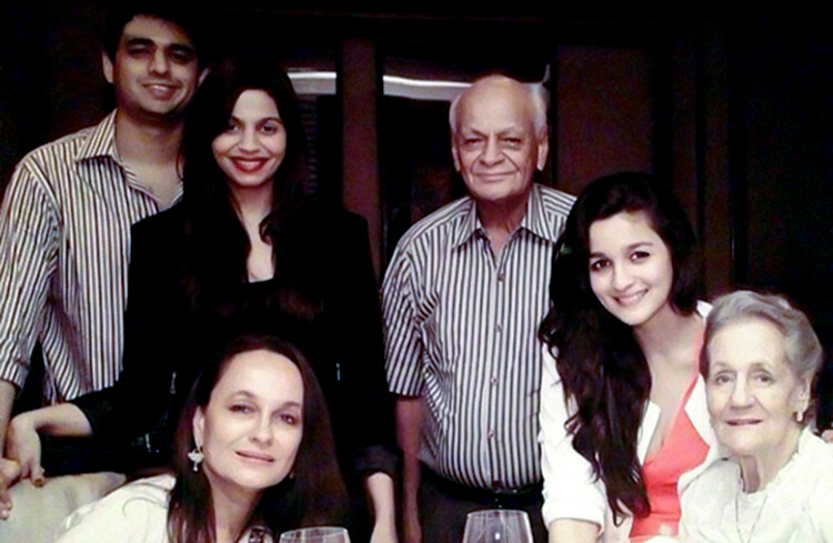 This family pic of Alia Bhatt is a huge amount of mush in one frame