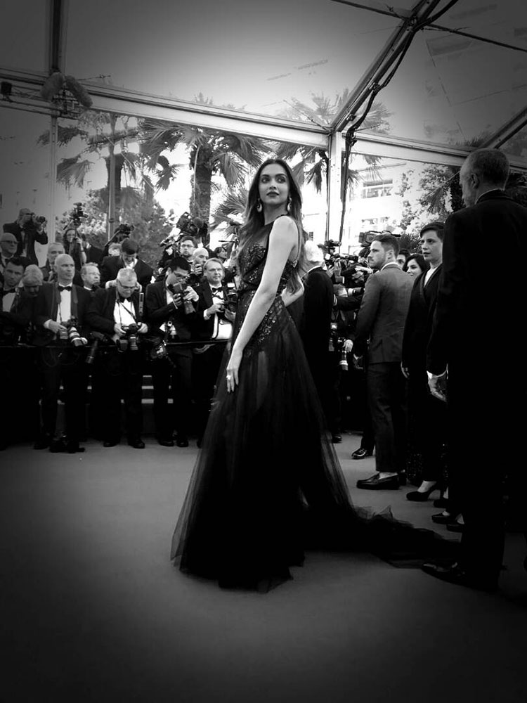 Deepika Padukone enticing with her Cannes red carpet look