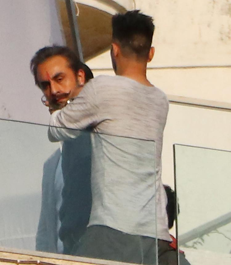 Ranbir Kapoor can easily pass as Sanjay Dutt's doppelganger