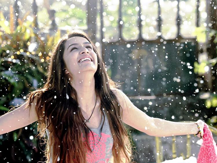 Shraddha Kapoor Enjoying The Snowfall In Ek Villain