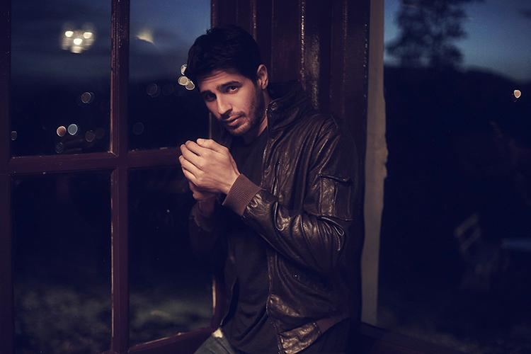 Sidharth Malhotra is high on hotness in this Facebook DP