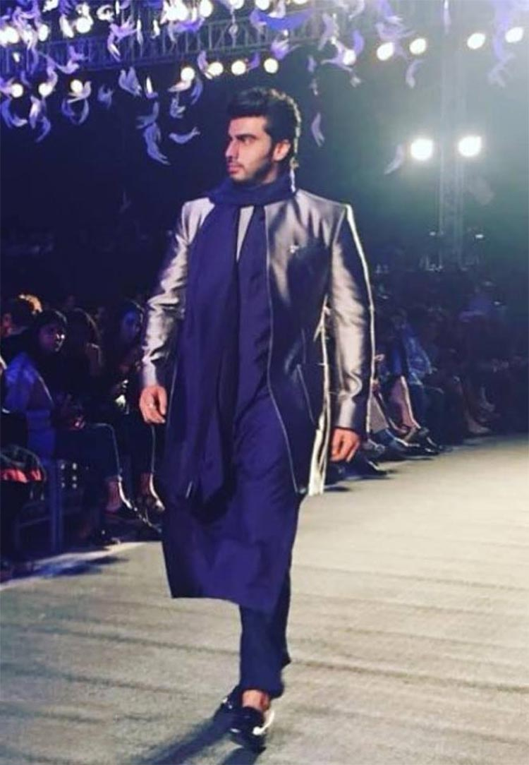 Arjun Kapoor walking the ramp at a fashion event