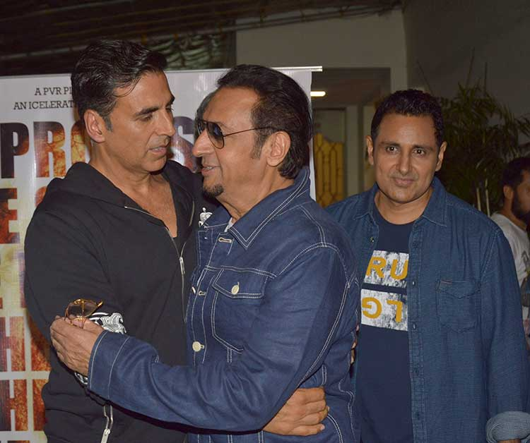 6gulshan-grover-and-akshay-kumar-during-the-special-screening-of-mirror-game