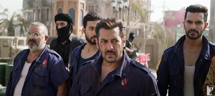 Salman Khan leading his team to action in Tiger Zinda Hai