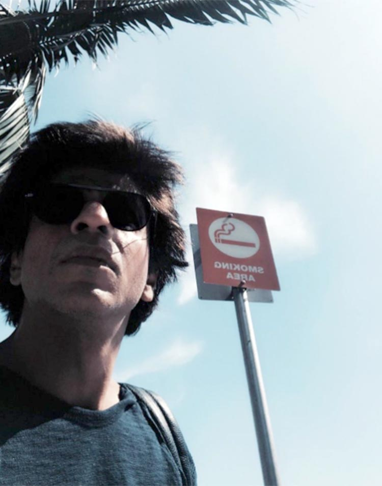 Shah Rukh Khan says no to smoking in Los Angeles
