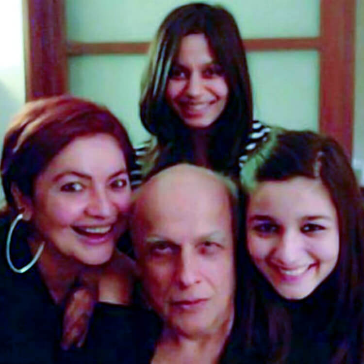 Alia Bhatt and her sisters with Mahesh Bhatt