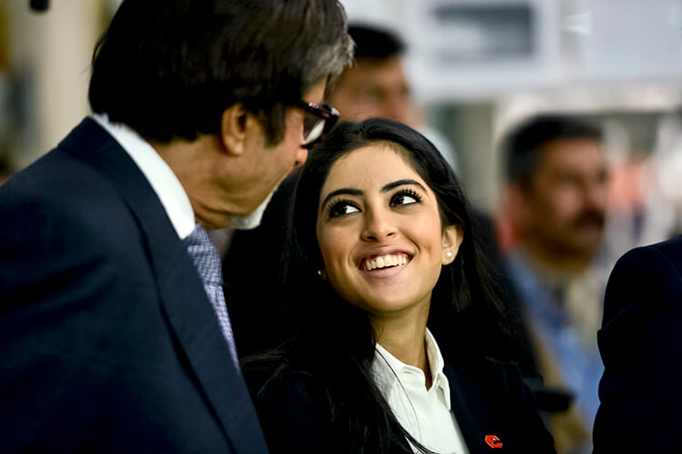 Amitabh Bachchan spends some personal moments with Navya Naveli