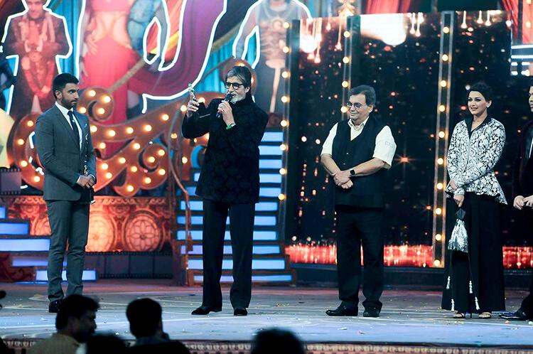 Amitabh Bachchan after win at Screen Awards 2016