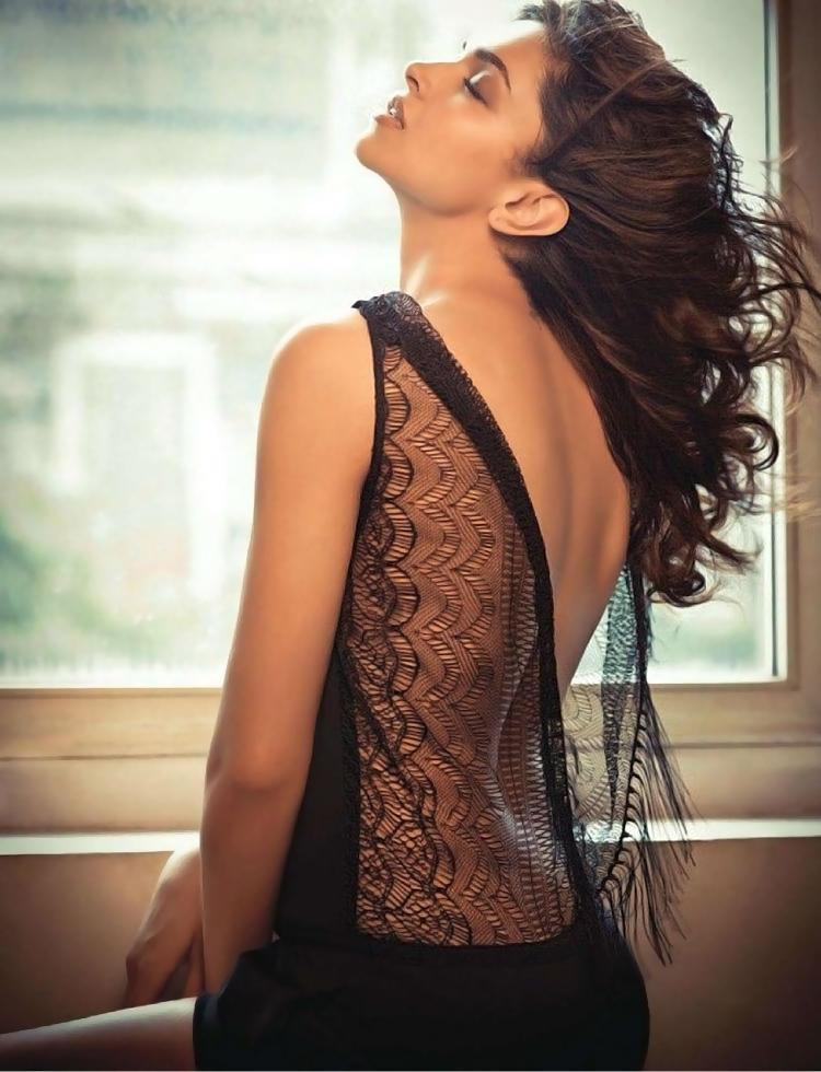 Deepika Padukone is too hot to handle here