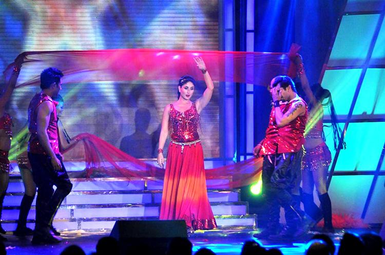 Kareena Kapoor performing at an real estate award event