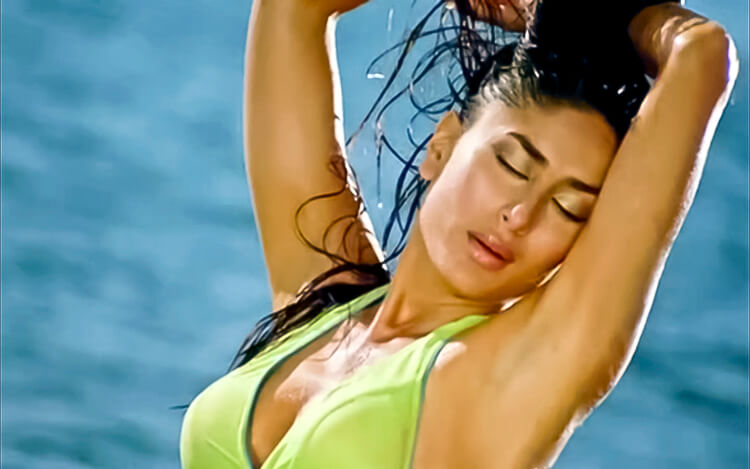 Kareena Kapoor is the sexiest bikini lass