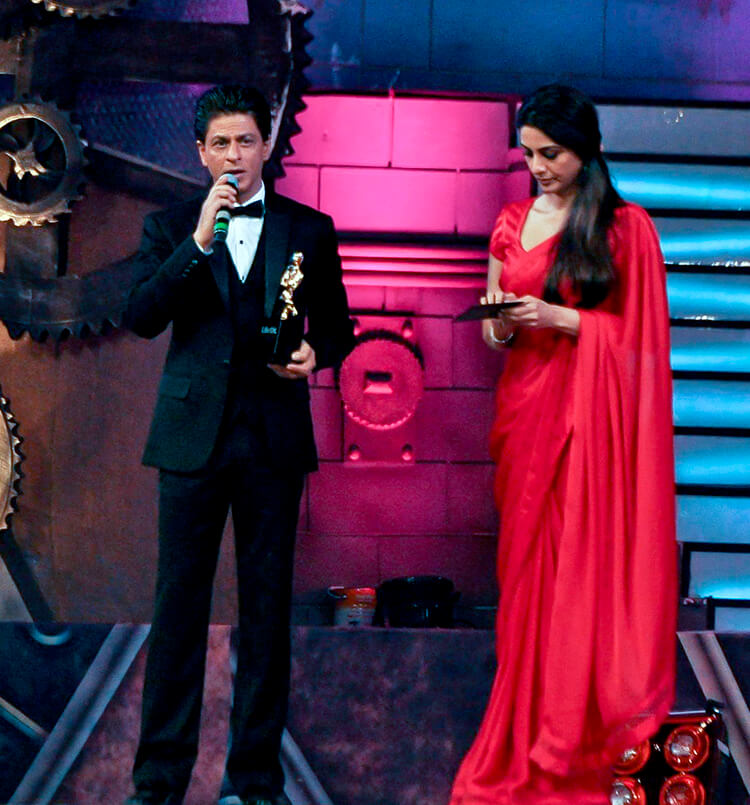 Shah Rukh Khan wins the Screen Award for Happy New Year