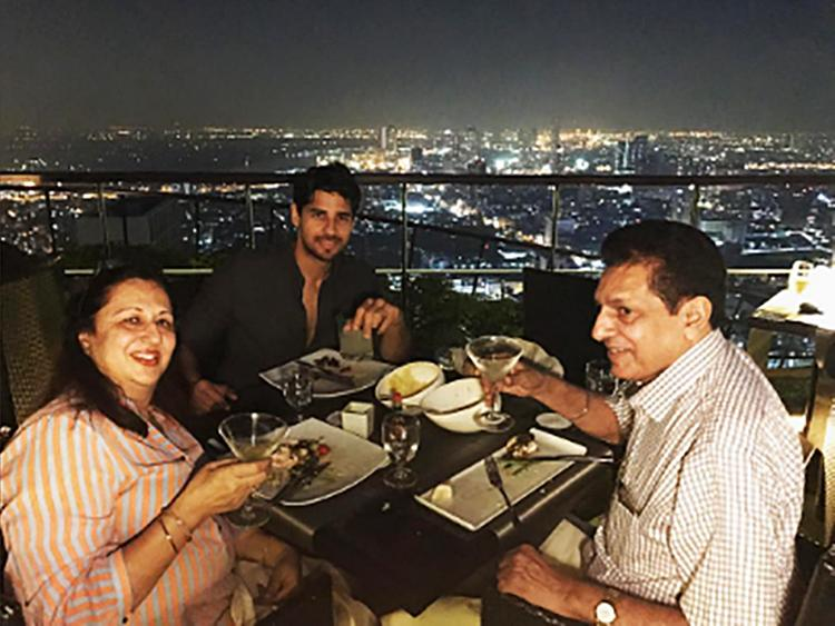 Sidharth Malhotra spends some personal time with parents