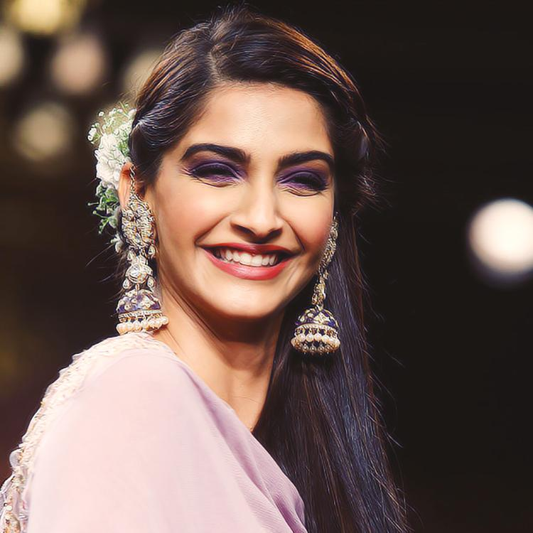 sonam kapoor smiling in - photo #21