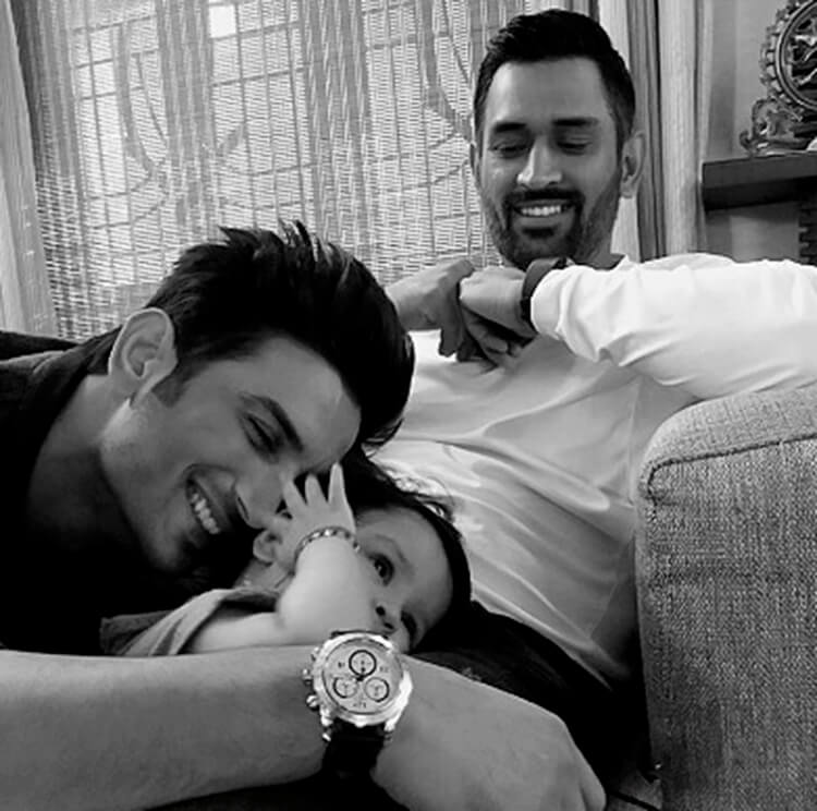 Sushant Singh Rajput spends some personal moments with M.S. Dhoni