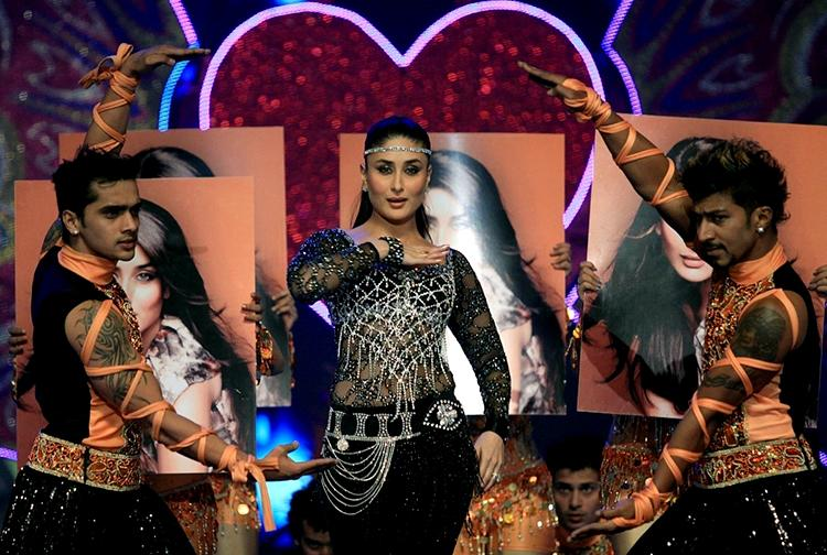 Kareena Kapoor on the stage of Big Star Entertainment Awards 2013