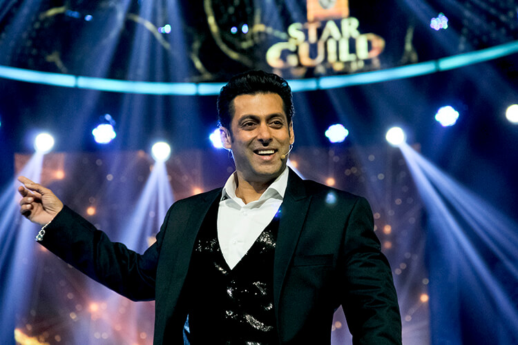 Salman Khan hosting the Star Guild Awards 2014