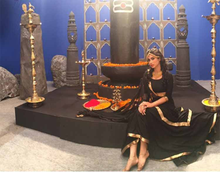 Mouni Roy on the sets of Naagin 2