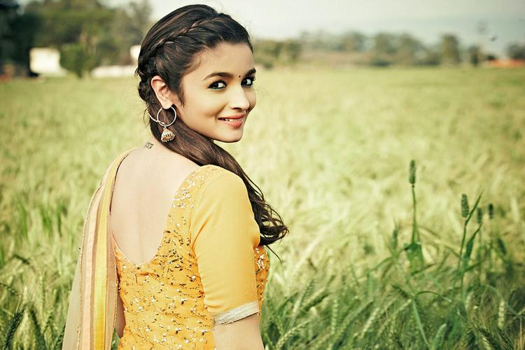 Alia Bhatt is shining in this wallpaper from Humpty Sharma ki Dulhaniya