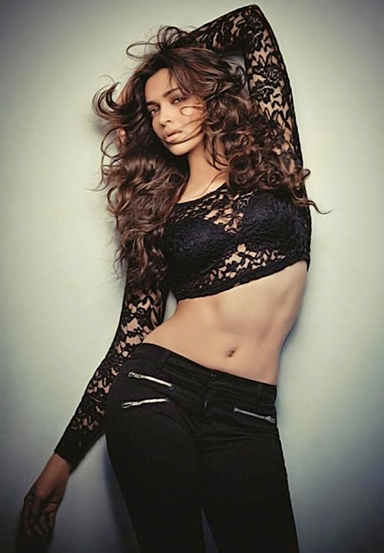 Deepika Padukone looks the sexiest in black