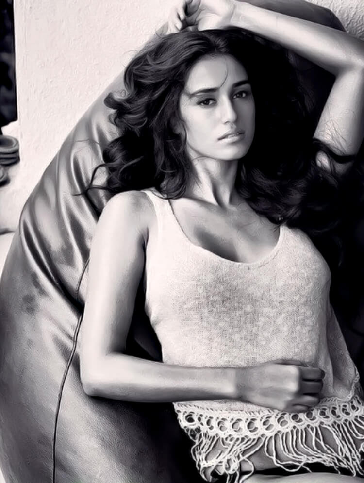 Disha Patani is looking sexy as hell in this Facebook DP