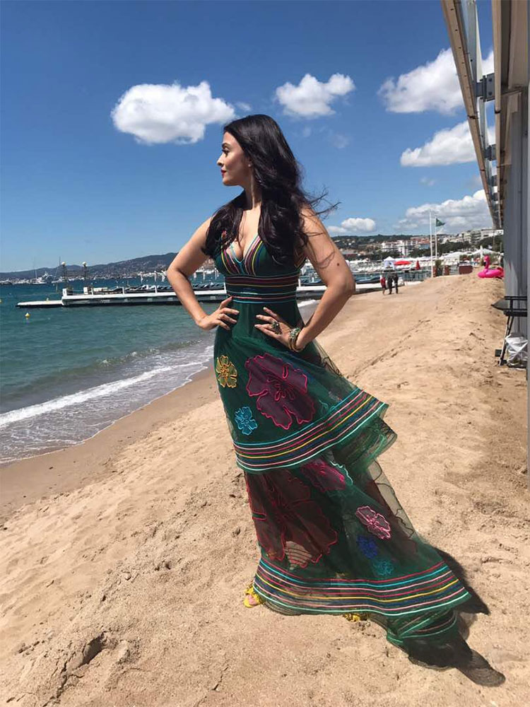 Aishwarya Rai sizzling the picturesque Cannes