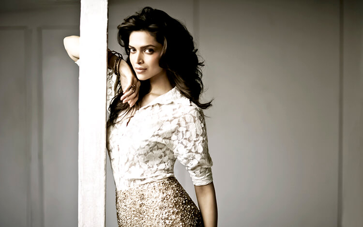 Deepika Padukone is shining through this ethereal wallpaper