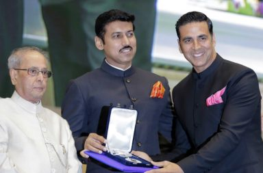 Akshay Kumar receives the National Award from President Pranab Mukherjee and MoS Rajyavardhan Singh Rathore. (Photo: PTI)