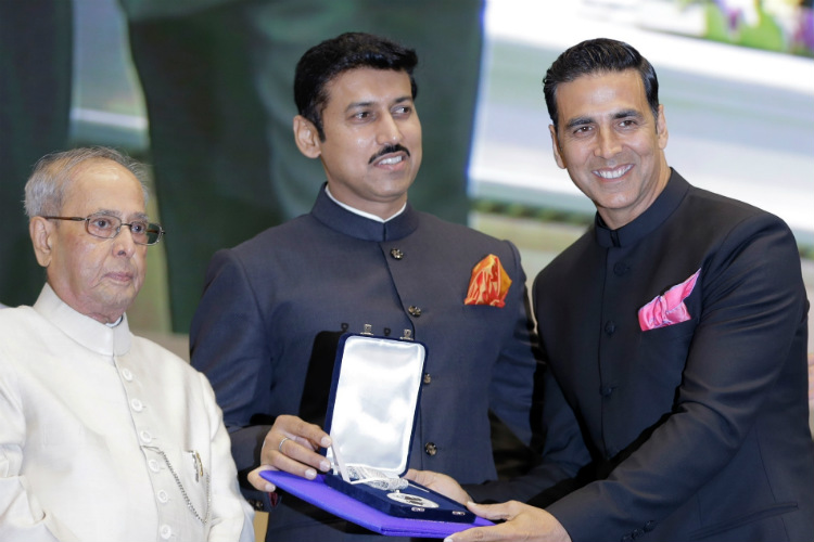 Akshay Kumar receives the National Award from President Pranab Mukherjee and MoS Rajyavardhan Singh Rathore. (Photo: PTI)