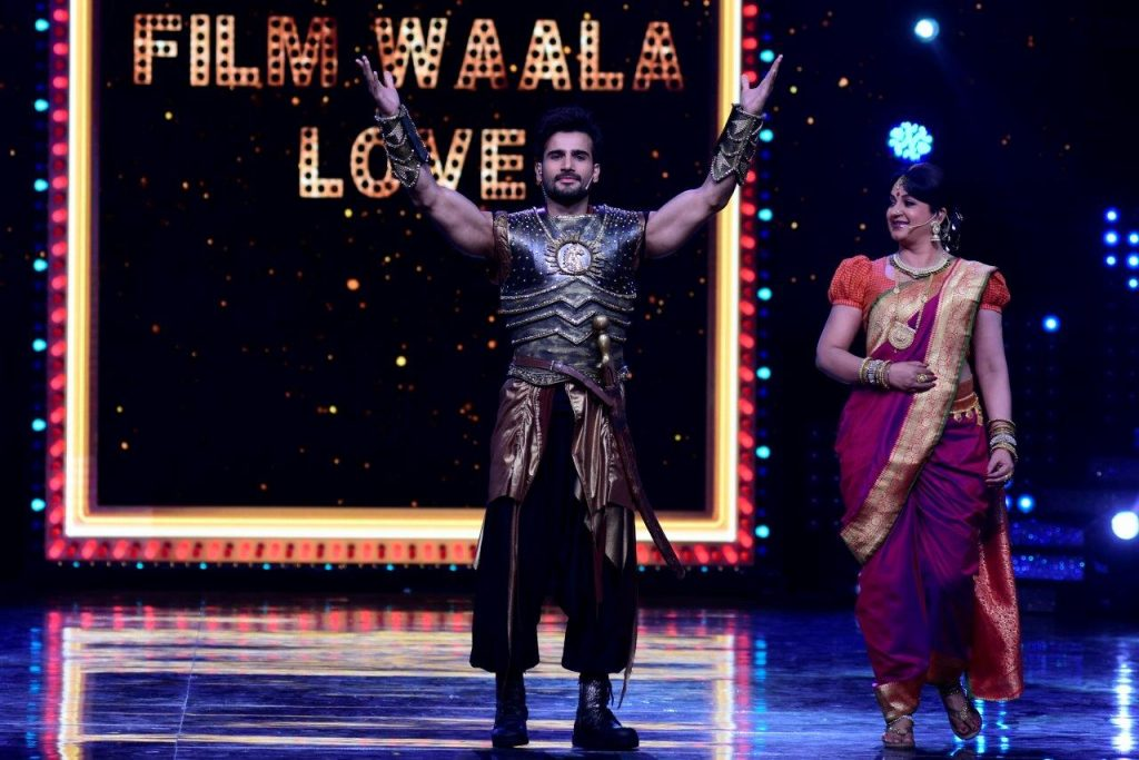 hosts-karan-tacker-upasana-singh-as-bahubali-on-the-sets-of-nach-baliye