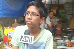 Samosa seller son cracks JEE exam secures sixth spot