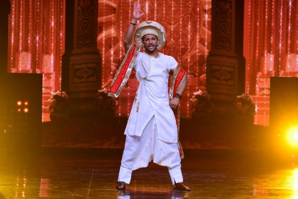 judge-terence-lewis-as-bajirao-on-the-sets-of-nach-baliye-2