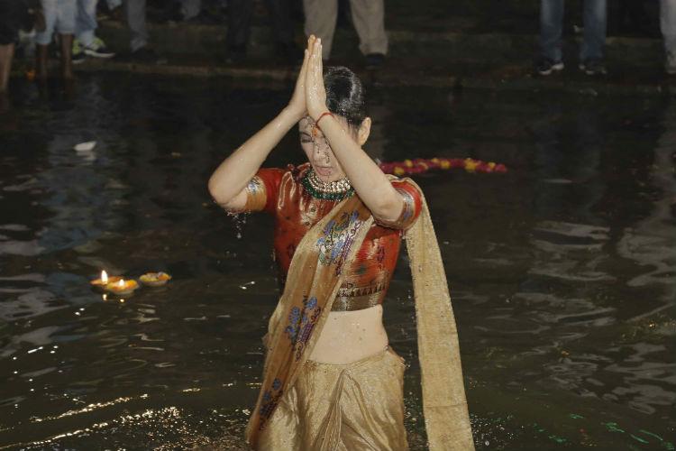Kangana Ranaut taking a dip at Ganges
