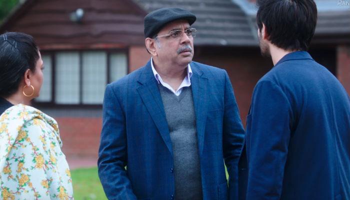 Paresh Rawal, Kartik Aryan, Tanvi Azmi in Guest Iin London trailer