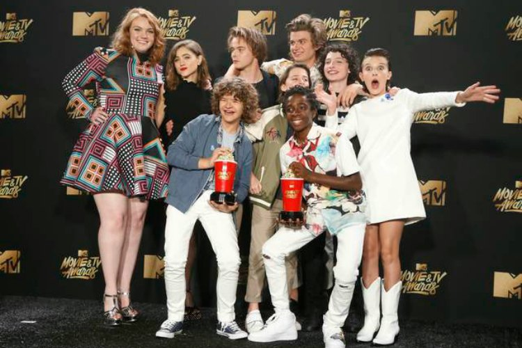 Stranger Things vibe permeates the latest clip for It