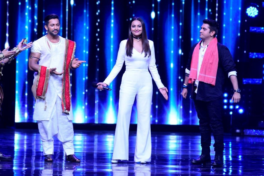 the-judges-on-nach-baliye-get-into-some-dumnsharades-mode-on-the-sets-of-nach-baliye-3