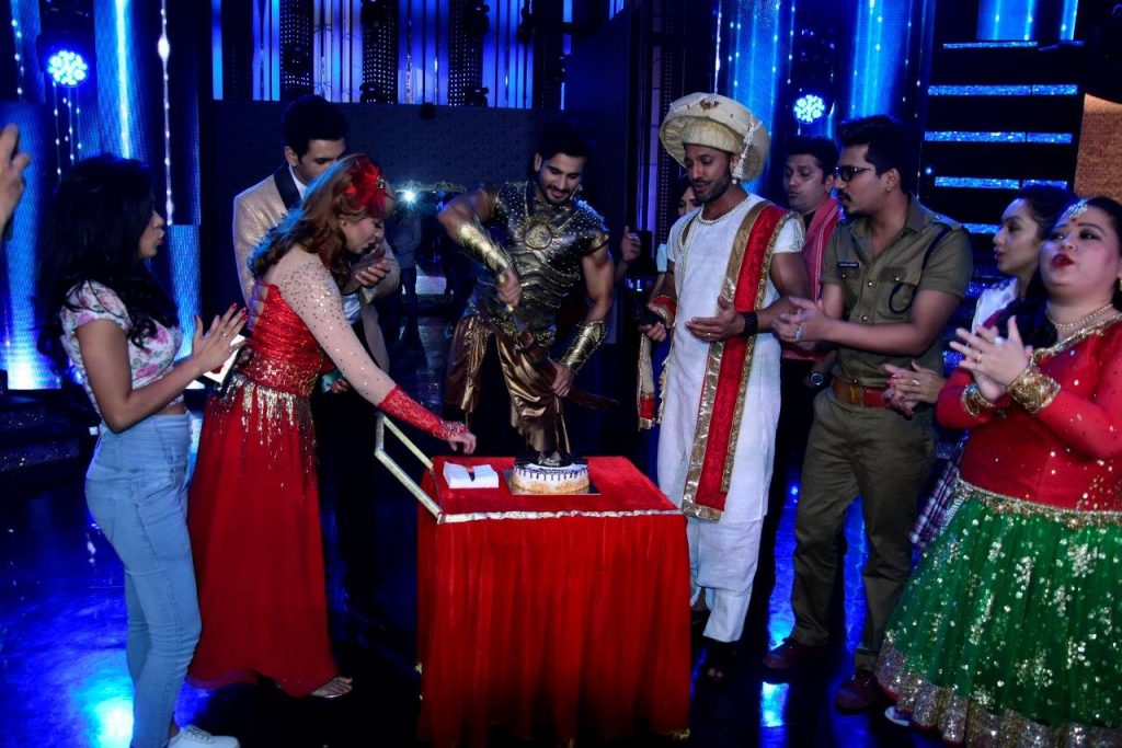 the-family-of-nach-baliye-celebrates-karan-tackers-birthday-on-sets
