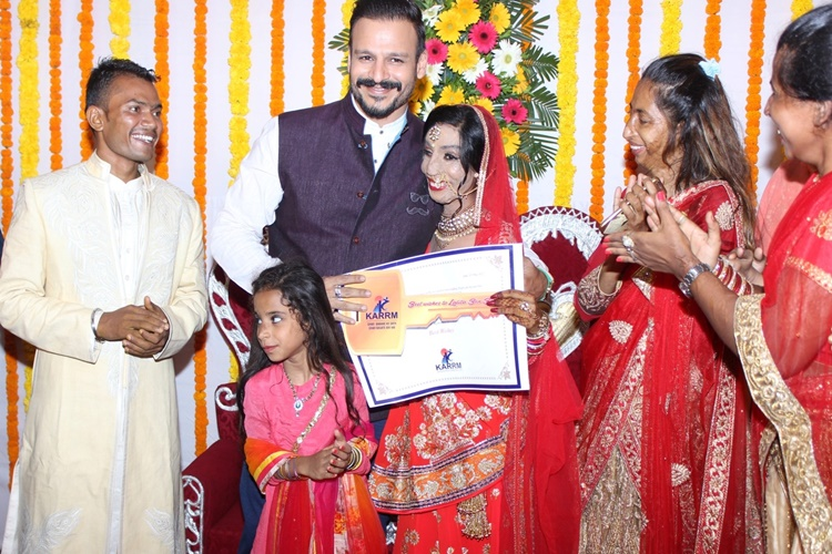 Vivek Oberoi gifts acid attack survivor a flat in Mumbai