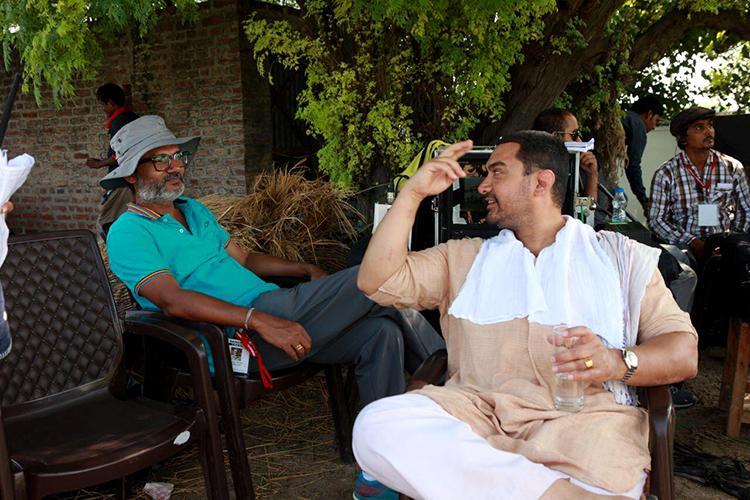 Aamir Khan's candid moment with Dangal Director Nitesh Tiwari