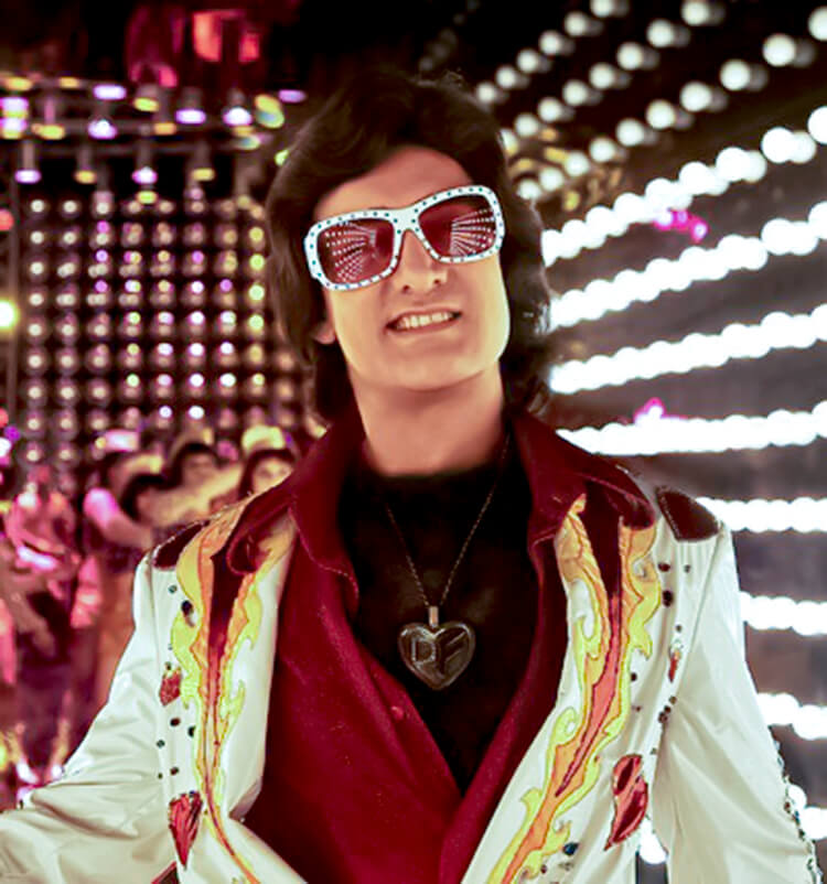 Aamir Khan's Disco-Fighter look from Delhi Belly is the quirkiest Facebook DP