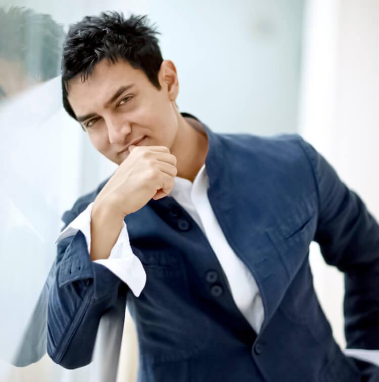 Aamir Khan is looking killer in this Facebook DP