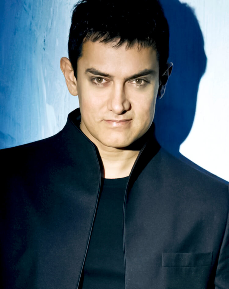 Aamir Khan is looking amazing in this Facebook DP