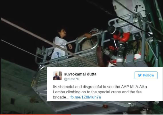 AAPs Alka Lamba engages crane, hampers rescue operation at Chandni chowk?