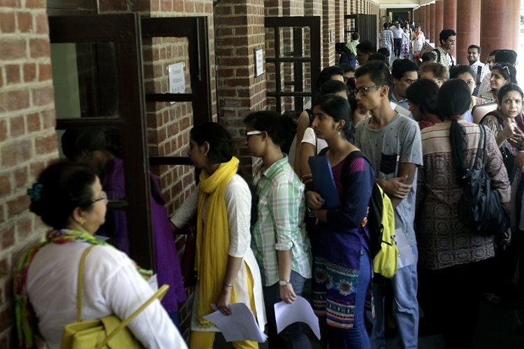 200 online registrations in first 10 mins of opening of DU admissions