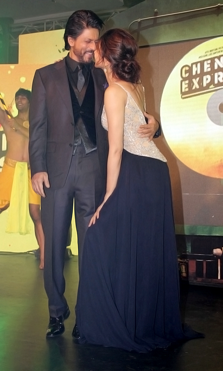 Deepika Padukone and Shah Rukh Khan share a candid moment