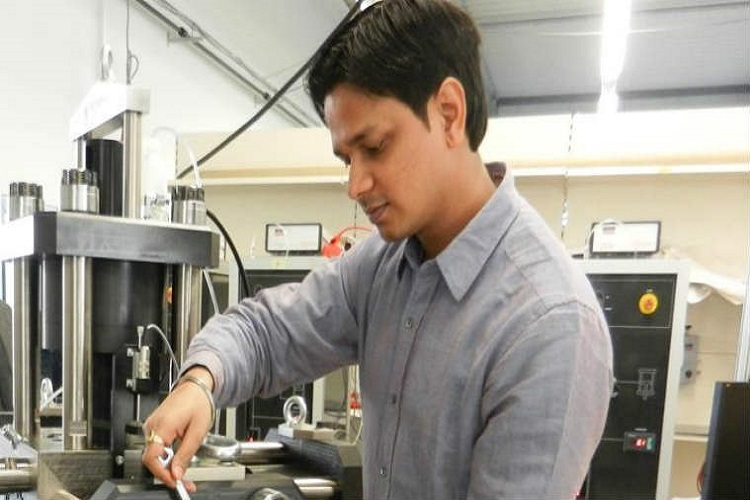 B Researcher Working On CO2 Emissions Gets INSA Medal