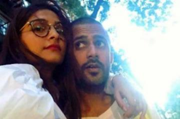 Sonam Kapoor and Anand Ahuja photo